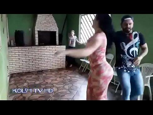عراقية قحبة ترقص مع حبيبها في مقهى