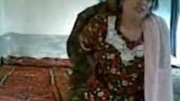 سعودية متزوجة ترفع العباية وتركب زب عشيقها الباكستاني وقلقانة انه يكون بيصورها وهو بيصورها في السر افلام افلام سكس نيك عربى نيك عر
