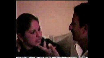 القحبه رضا ماسك كلوتها الاخضر وتلعب فى طيزها وتقوله تعالى نيكنى
