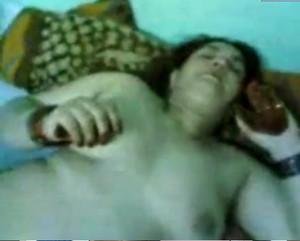 جسم شديد الاثاره بتفرش فى اتلطرقه وتقعد على زبره