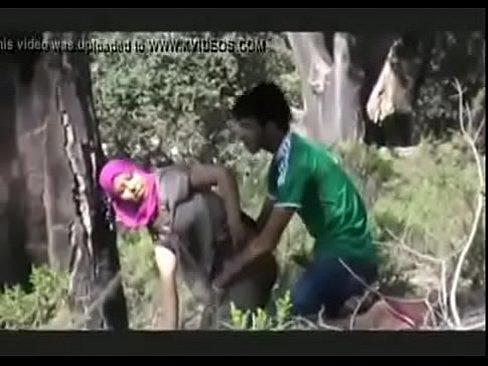 مغربية قحبة تناك من صديقها في الغابة يصورهم أحد بتخفي