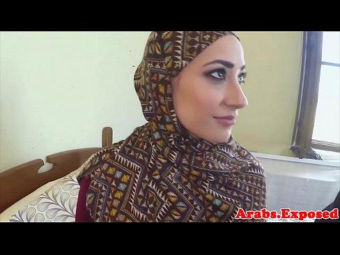 أردنية تمص وتتناك مع أجنبي