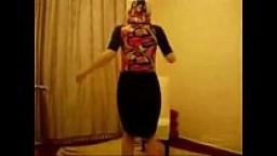 سعودية بترقص لعشيقها بقميص النوم