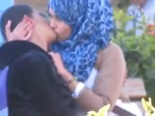 شرموطة سعاد مع احمد تمص الزب لينتصب ويدخلة فى كسها النظيف