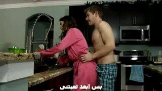 تحميل افلام سكس نيك مترجم يتحرش باخته العارية في المطبخ ويمارس الجنس معها