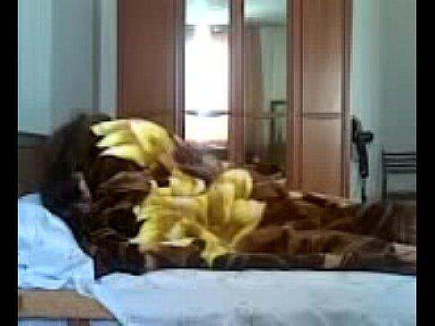 كحبة عراقية تتناك في السرير مع أب صديقتها