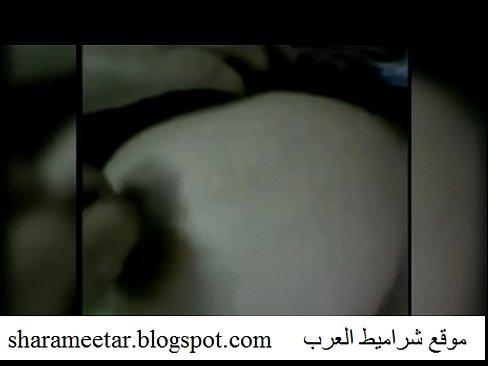 شرموطة مصرية تلعب بكسها حتى تهيج وتتناك