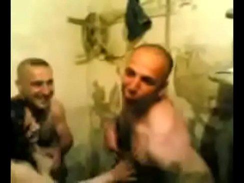 قحبة جزائرية تتناك من رجلين في آن واحد