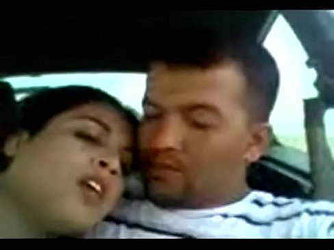 يمنية تمص زب صديقها في السيارة