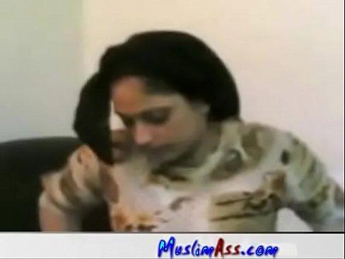 فلاحة مصري تتناك من عامل معها !! وتقول بتحب الزب