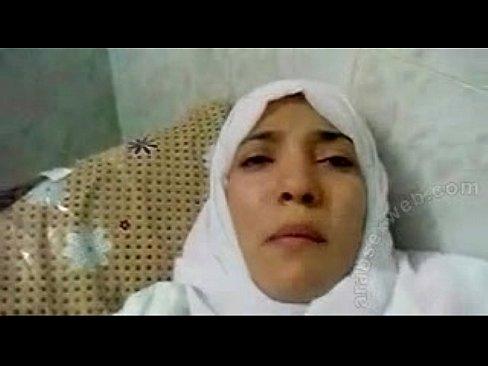 محجبة جميلة تتناك في المستشفى وتصرخ بأهات !!!