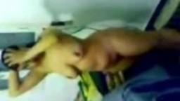 فيديو افلام سكس نيك مصري فرسة مصرية جسمها رهيب زبره واقف خشب وهو بيصور بسببها افلام نيك مصري