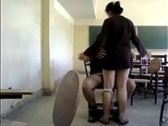 طالبه مراهقه بتتناك من مدرسها ويفشحها وصورها عريانه