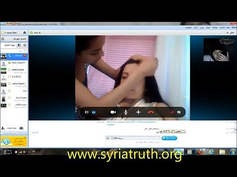 شات بين فتاة قحبة تونسية وشب سوري تتعرى