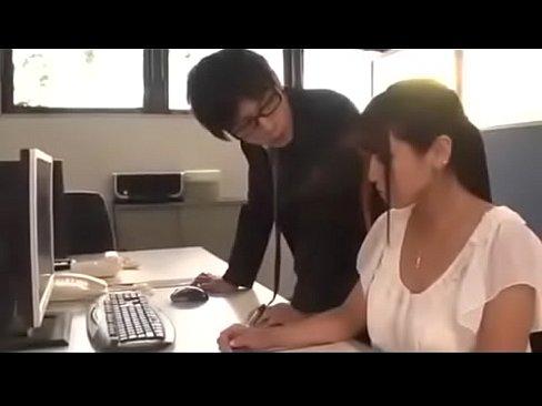 سكريتيرة يبانية تتناك من مديرها الممحون