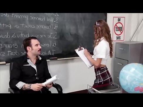 مراهقة ثانوية تتناك من أستاذها بروعة HD