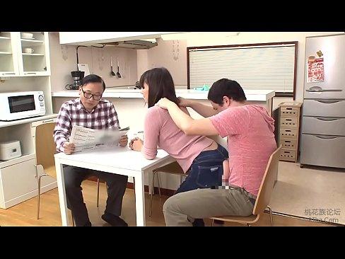 يابانية ميلف تنيك بالجينز الممزق