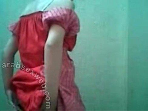 هندية جميلة تتعرى بجسدها يجنن