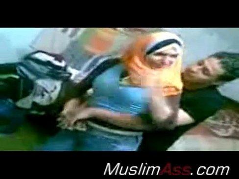 سورية محجبة تتناك وتبوس !! حبيبها
