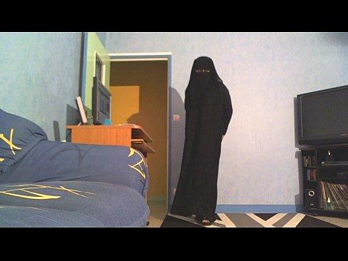 منقبة قحبة تعمل عدة فيديوهات لحبيبها