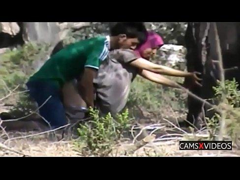 موريتانية تتناك في الغابة مع عشيقها