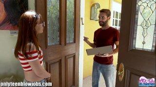افلام افلام سكس نيك ايطالي عامل توصيل الطلبات للمنزل ومراهقة ساخنة