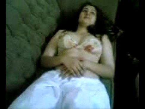 شرموطة مربربة جميل تجلخ وتلعب بجسدها المثير !!