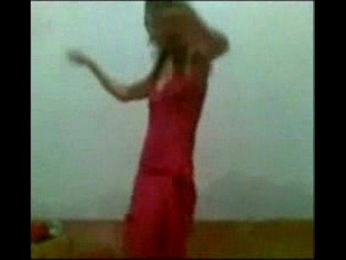 شرموطة مصرية ترقص وتتناك وتمص الزب بلهفة